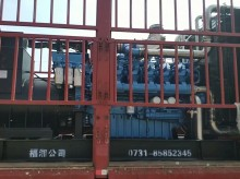 福湘公司:潍柴动力968配套900kw道依茨发电机,赶往用户现场,晚上连夜组织,卸货进场。