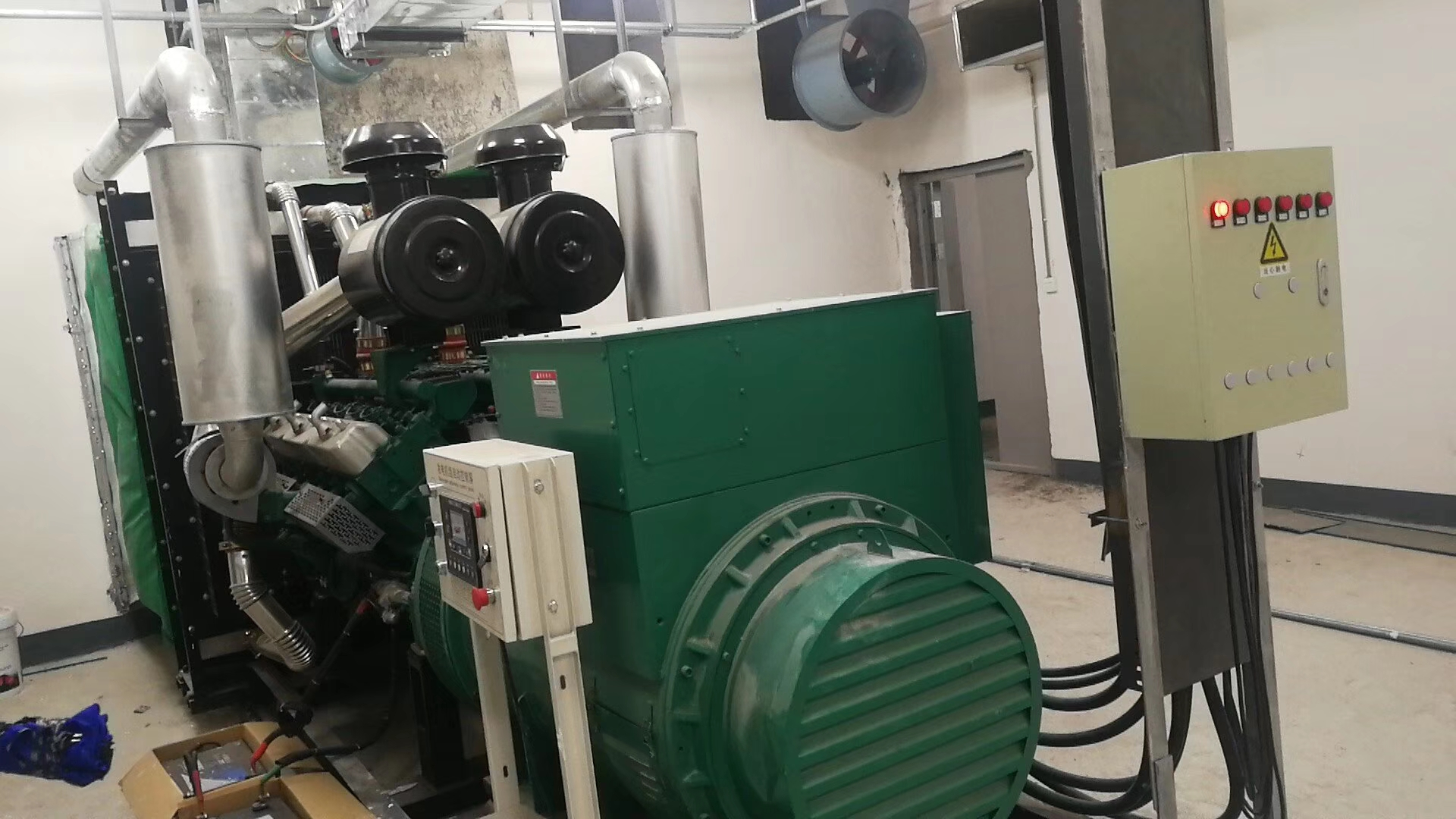 福湘牌600KW上海凯普配道依茨发电机机房安装施工完毕,交付用户。