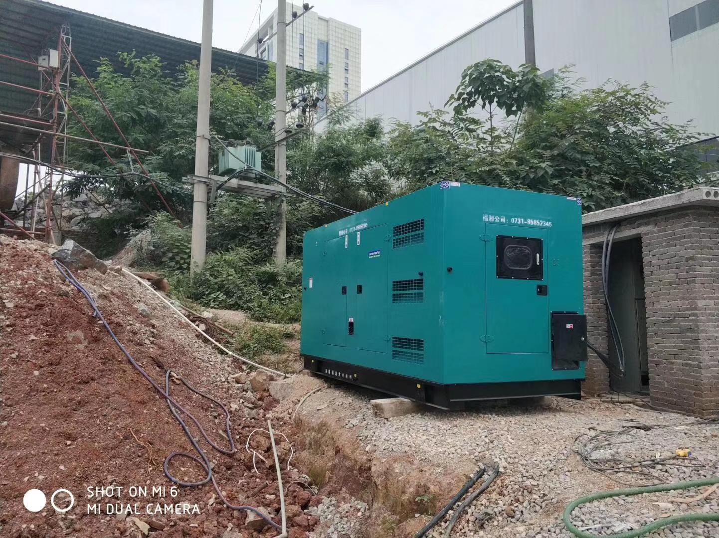 福湘低噪音型400KW潍柴动力配套道依茨发电机交付工矿企业作为主用电源24小时不间断送电。